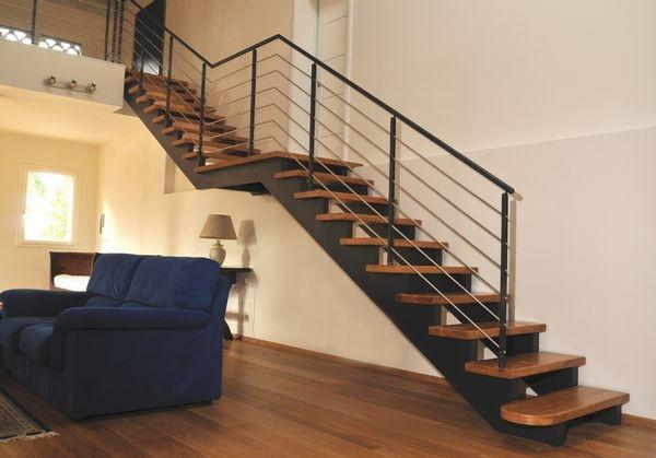 Scale in ferro battuto e legno boiserie in ceramica per - Scale in ferro battuto per interni ...