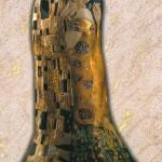 Il bacio - Scultura scolpita in legno di cirmolo, colorazione con foglie d'oro a 22 carati. Ispirato al dipinto originale di Gustav Klimt (1907).