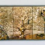 L'attesa - Lalbero della vita - L'abbraccio - Trittico scolpito in legno di cirmolo colorazione con foglie d'oro a 22 carati. Ispirato al disegno originale di Gustav Klimt (1907).