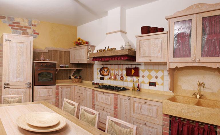 Rivestimenti bagni in marmo color panna idee creative su - Rivestimenti per cucine classiche ...